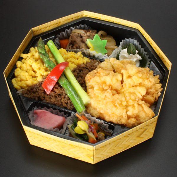 米沢牛と海老かき揚げの彩り弁当